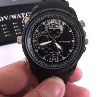 WTCH4 Montre Caméra Espion SC Noire 480P Mémoire Interne de 8, 16 ou 32 Go Vidéo Photo Dictaphone Discret Style Sportif